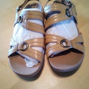 Brand New Baretrap Sandals !
